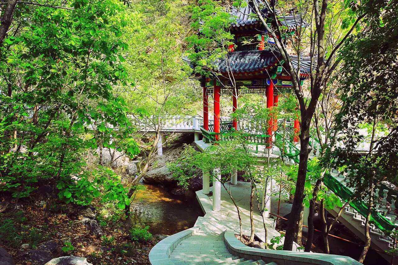 赤山风景区位于盖州市万福镇东,罗屯乡与矿洞沟乡交界处.