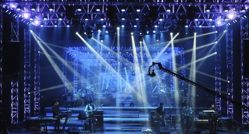 申办辽宁体彩电�_辽宁电声乐团:     辽宁电声乐团是国内最高水准的流行音乐团体,与许