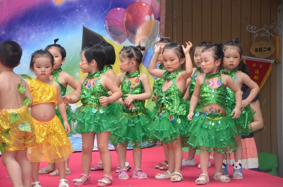 """安吉儿厦村幼儿园""""金色童年,美好起点""""期末汇演"""