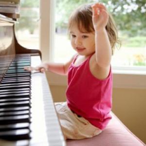 给孩子一个充满音乐的童年