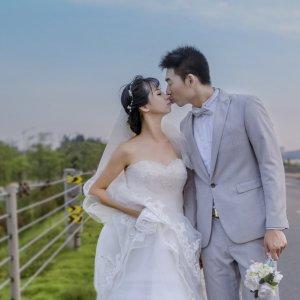 许昕懿&郭泓伶 邀您参加我们的婚礼!