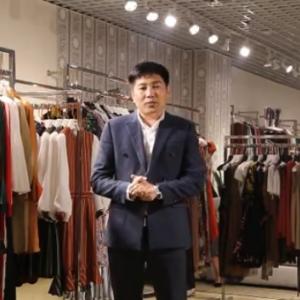 董事长朱小全在这里给大家致歉!给大家送上一万件夏装连衣裙!